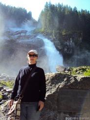 Andrea und der Wasserfall